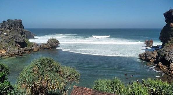 Pantai Nglambor, Wisata Asik Di Gunung Kidul Jogja