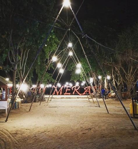 Pantai Pulau Merah saat malam hari